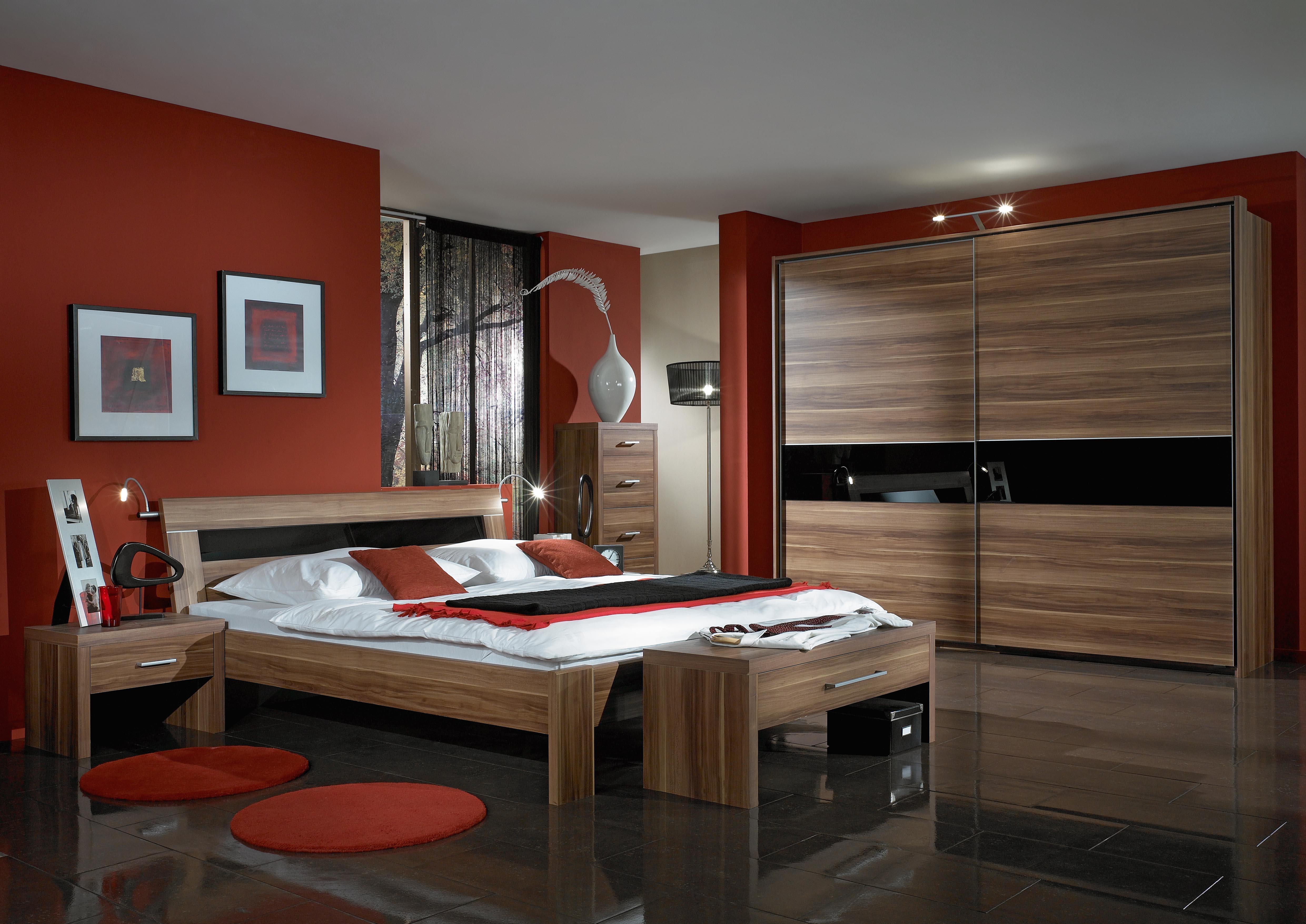 Schlafzimmer Im Mobelhandel Wohntraume Aus Nussbaum Melis Data