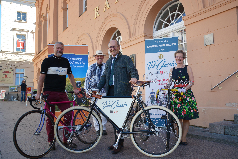 In Retromode auf dem Fahrradsattel! - Tourismusverband Mecklenburg ...