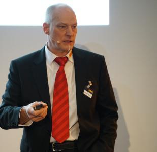 Norbert Allgäuer-Wiederhold, Pirelli Produktspezialist, erläutert Highlights aus dem Seminarprogramm 2020 des Pirelli Tyre Campus