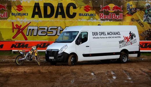 Opel ist offizieller Partner des ADAC MX Masters, der IDM-Meisterschaft, die 2012 ihre achte Saison bestreitet/ Für die populäre Serie, die vor allem Nachwuchspiloten als ideales Sprungbrett für eine internationale Karriere dient, stellt Opel einen Movano Kastenwagen bereit, der das offizielle ADAC MX Masters-Logo auf den beiden Seitenflächen trägt