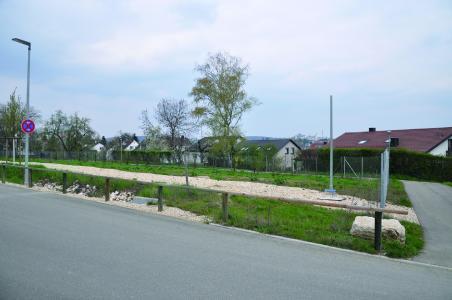 Auf diesem Grundstück an der Christophsbad-Allee, an der Abzweigung zum Parkhaus,  soll die Betriebskindertagesstätte des Klinikums Christophsbads gebaut werden
