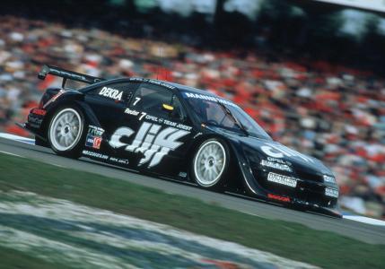 Weltmeister 1996: Der schwarze Cliff-Calibra holte sich in der letzten ITC-Saison den Tourenwagen-Titel gegen starke Konkurrenz von Alfa Romeo und Mercedes / Foto: Adam Opel AG