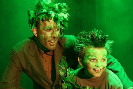 Musical LUST AM LEBEN   Papa Baum (Sven Demuth) und kleiner Baum (Michael Müller)