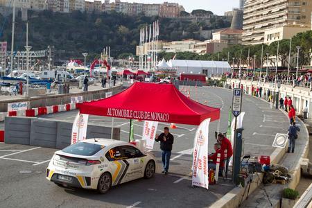 Der Opel Ampera gewinnt bei seiner ersten Teilnahme die 13. Rallye Monte Carlo für alternative Antriebe. Von den drei Startorten Annecy-le-Vieux, Clermont-Ferrand und Lugano führte die Rallye über 550 Kilometer via Digne-les-Bains, der Hauptstadt des Départements Alpes-de-Haute-Provence nach Monaco. Am zweiten Tag legten die Teams 272 Kilometer durch Monaco sowie auf der Originalstrecke der Rallye Monte Carlo in den französischen Seealpen zurück (Foto: Adam Opel AG)