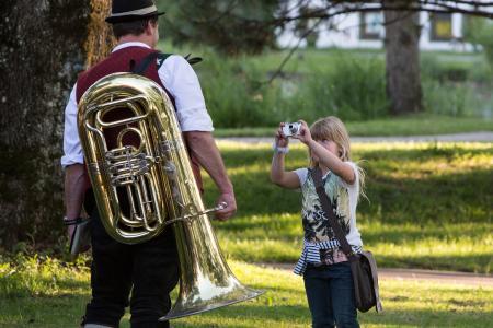 Gesellige Abende im Isnyer Kurpark bei Blasmusikklängen, Foto: Ernst Fesseler