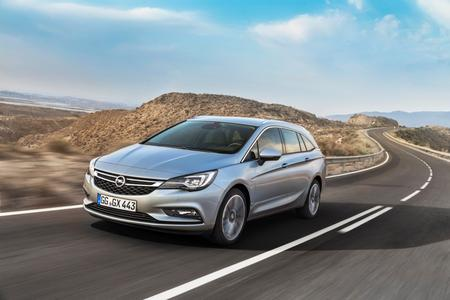 """Very relaxing travel: The Opel Astra Sports Tourer is the safest touring car in the """"Auto Bild"""" comparison test"""