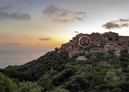La Casa sul Blu liegt im historische Ortskern des Bergdorfes Pisciotta.