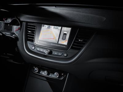 Opel Grandland X Ultimate: In der Premium-Ausstattung sind Assistenzsysteme wie die 360-Grad-Kamera oder der automatische Parkassistent serienmäßig an Bord