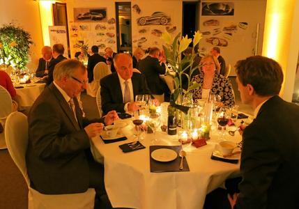 (v.l.n.r.): Prof. Dr. Kampmann, Rainer Thieme, Frau Thieme, Präsident Prof. Dr. Andreas Bertram