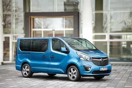 Neuer Vivaro: Opel bietet in Kooperation mit dem Irmscher-Team das exklusive Ausstattungspaket Tourer für die Vivaro-Varianten Combi (Foto), Doppelkabine und Kastenwagen an
