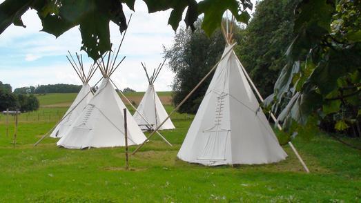 Wie die Indiander schlafen im Tipidorf am Nieder-Mooser See, Foto: Hotel Jöckel
