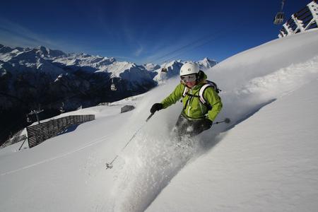 Eine Abfahrt im Tiefschnee vom 2.600 Meter hohen Schareck. Das Skigebiet Heiligenblut-Großglockner ist auch in diesem Winter schneesicher, Foto: Großglockner Bergbahnen