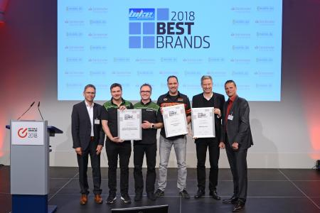 """Best Brands"" 2018 in der Kategorie ""Motorrad Volumenhersteller"" (v. li.): Stefan Zügner (Vogel Communications Group), Marco Pascher und Marcus Hillenbrand (beide Kawasaki), Marc Frölich (Harley-Davidson), Henning Putzke (BMW Motorrad) und Stephan Maderner (bike und business) / Foto: Johannes Untch/Vogel Communications Group"