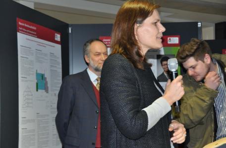 Prof. Dr. Matthias Grottker, Dekan FB Bau (links) und FHL-Präsidentin Dr. Muriel Helbig begrüßen zur letztjährigen Ausstellungsfeier, Foto: FHL
