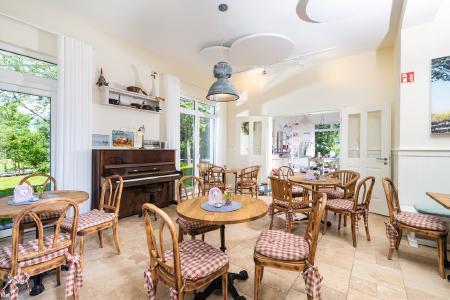 Mehrgenerationenhaus mit Café und eigener Backstube