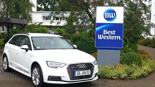 E-Mobilität am Deich: Im Best Western Hanse Hotel Warnemünde in Rostock-Warnemünde steht für Gäste ein Hybridauto bereit