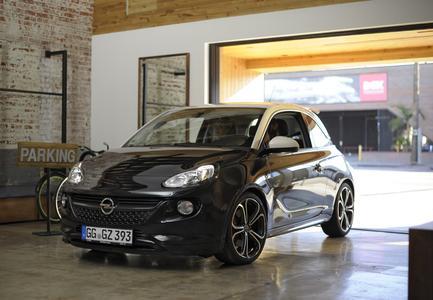 Top-Model: Der Opel ADAM versteht was von Mode (Foto: © ProSieben)