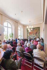 """Premierenschaufenster zu Richard Alfieris Schauspiel """"Sechs Tanzstunden in sechs Wochen"""" (Foto: Dirk Rückschloß)"""
