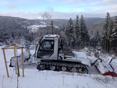 Loipenspurgerät auf dem neuen Weg in Oberhof