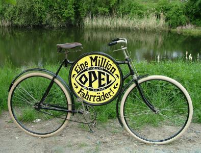 Meilenstein: Drei Jahre nach dem Start der Fließbandproduktion fertigt Opel 1926 das millionste Fahrrad seiner Unternehmensgeschichte
