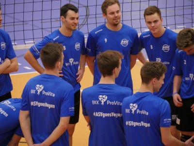 Ernährt sich seit heute vegan: Die Volleyball-Mannschaft des ASV Dachau