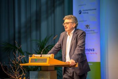 Freiburgs Oberbürgermeister Dr. Dieter Salomon eröffnete die elfte Gebäude.Energie.Technik 2018