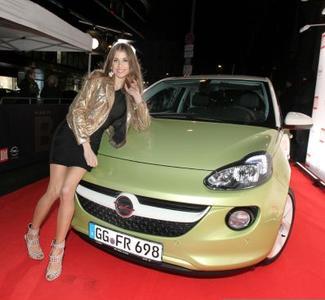 """Wo sich die Szene trifft, da ist auch der neue Opel ADAM. Zahlreiche Prominente wie Katharina Fischer kamen am Samstagabend auf Einladung der BILD-Zeitung zur Berlinale-Party """"Place to B"""""""