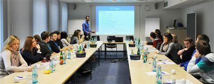 """Bewerbungstraining für Schüler: """"fit for job"""" mit der uniVersa (Foto: uniVersa - Abdruck: honorarfrei)"""