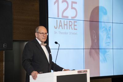 Dr. Ulrich Stiebel begrüßte die anwesenden Gäste