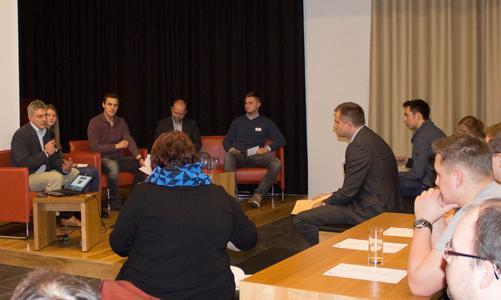 Während der drei Podiumsdiskussionen konnten die Studienpioniere ihre Fragen stellen und so von den Erfahrungen der Unternehmensvertreter und Wissenschaftler profitieren