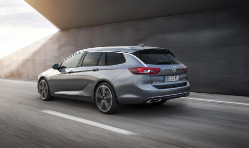 Betörend praktisch: Auch beim Heck des neuen Opel Insignia Sports Tourer scheint der Monza Concept durch