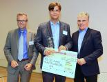 Verleihung des TÜV SÜD Innovation Awards (v.l.n.r.): Dr. Dirk Schlesinger, Chief Digital Officer von TÜV SÜD, Simon Fried, Chief Business Officer von Nano Dimension, und Curt C. Winnen, General Manager von munich network
