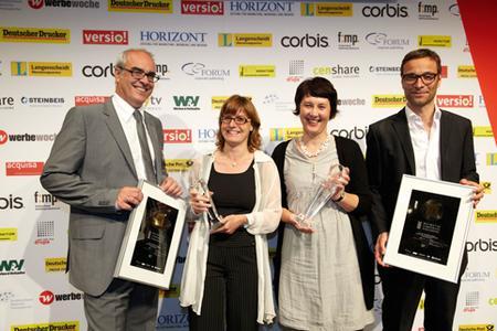 Das new spaces Redaktionsteam freut sich gemeinsam mit Gaggenau Projektleiterin Annette Kaiser über den zweiten BCP Award in Gold