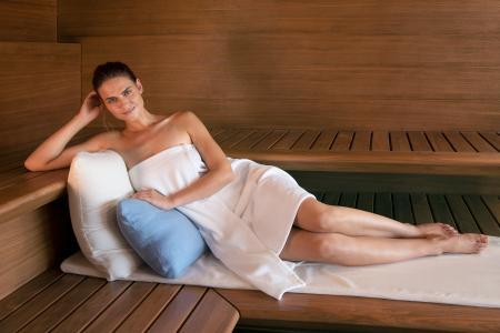 Entspannung und sinnvolle Vorsorge zugleich: Wer regelmäßige Auszeiten in der Sauna oder im SANARIUM® in den Alltag integriert, kann bewusst entspannen. Körper, Seele und Geist brauchen solche Ruhepausen.