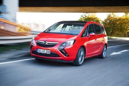 Mit Rückenwind: Der Opel Zafira Tourer ist mit den neuen, hoch effizienten Diesel- und Benzin-Motoren attraktiver denn je