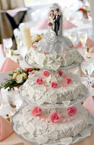 Hochzeitstorten Backen Leicht Gemacht Mit Professioneller Dekoration