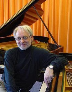 Professor Peter Florian fördert junge Talente am Klavier