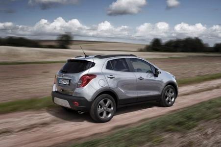 Mehr Laufruhe, mehr Leistung, weniger Verbrauch: Mit dem neuen 100 kW/136 PS starken Turbodiesel benötigt der Opel Mokka nur 4,1 Liter auf 100 Kilometer im kombinierten Verbrauch, was 109 Gramm pro Kilometer CO2 entspricht
