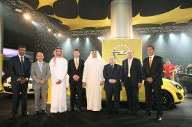 Von links: Rajesh Krishnan, GM Sales & Marketing, Liberty Automobiles, Gilbert Nassar, Opel Brand Manager, Liberty Automobiles; Sheikh Khalid Abdul Aziz Al Qasimi's son ; Jürgen Keller, Director, Opel International Operations; Sheikh Khalid Abdul Aziz Al Qasimi, Chairman of Liberty Automobiles Group; Andrew Dunstan, Executive Director, Opel Sales - Central & Eastern Europe and International Operations; Duncan Peat, Managing Director, Liberty Automobiles; Joerg Herrera, Generalkonsul des Deutschen Generalkonsulats in Dubai