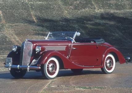 """Klassische Schönheit: Ein Opel Super 6 """"Gläser"""" Cabrio von 1937 ist bei der ADAC Opel Classic Hessen-Thüringen 2015 mit von der Partie"""