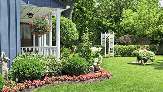 Garten und Terrasse in Szene setzen - Dekoration für Draußen (Bildquelle: Elena Elisseeva/Shutterstock.com)