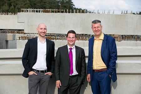 Das Team um Robert Fuchs (Mitte): Tobias Kugler (links) ist als Projektentwickler am Stammsitz in