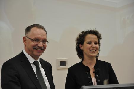 Gerd Sonnleitner (li.) und Prof. Dr. Karin Schnitker bei der Vorstellung der Präsidenten