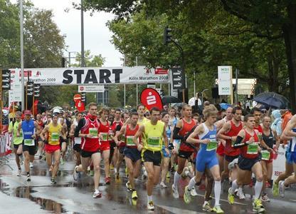 Mit Mondial Assistance beim Köln Marathon 2010 auf der sicheren Seite - auch wenn der eigene Start ins Wasser fällt.