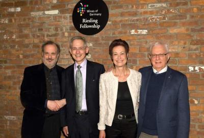 Als erste US-Riesling-Fellows wurden Terry Theise, David Schildknecht und Rudi Wiest (vlnr) von Monika Reule, Der Geschäftsführerin der DWI, geehrt.