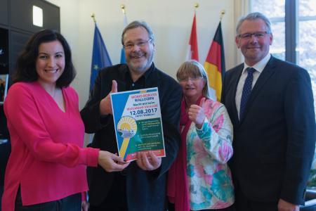 Staatssekretärin Dorothee Bär, Dieter und Christa Goldschmitt, MdB Alois Gerig freuen sich auf den 12.8.2017