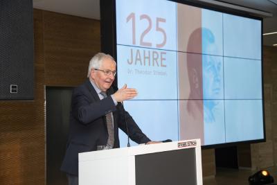 Prof. Dr. Klaus Töpfer hielt die Laudatio auf Dr. Theodor Stiebel