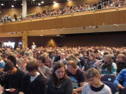 Die Hochschule Osnabrück hat 2700 Studierende in der OsnabrückHalle feierlich begrüßt