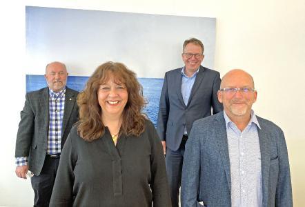 Von links nach rechts Jim Menefee, Group President Europe  Barbara Härle, Geschäftsführerin  Jörg Reithmeier, Geschäftsentwicklung; Armin Steinmetz, Geschäftsführer