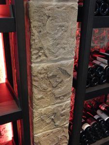 Dank der Kombination aus Handwerkskunst und passenden Caparol-Produkten konnte auch im Weinraum die gewünschte Natursteinoptik realisiert werden, Foto: Caparol Farben Lacke Bautenschutz/Klaus Stollhans